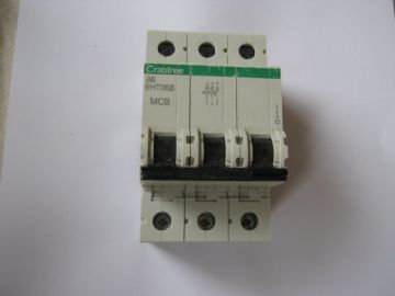 CRABTREE LOADSTER B10 10 AMP 6HT10B TRIPLE POLE MCB CIRCUIT BREAKER